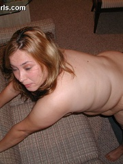 Blonde chubby milf taking a shower before posing on a - Picture 6