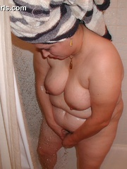 Blonde chubby milf taking a shower before posing on a - Picture 10