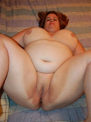Adorable BBW redhead housewife with epic boobs exposing - Picture 9