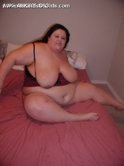 Plump horny wife with enormous boobs exposing her goods - Picture 6