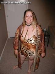 Leashed super fat milf spreading her legs and flashing - Picture 1