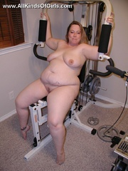 Leashed super fat milf spreading her legs and flashing - Picture 6