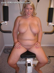 Sexy blonde bbw wife exposing her soft naked body in the - Picture 7