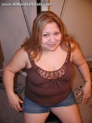 Nasty chubby mom spreads wide to expose her natural - Picture 1