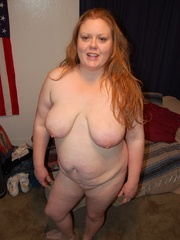 Busty plump mom getting naked and posing all nude on the - Picture 3
