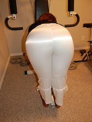 Naked black chubby housewife opens her ass cheeks to - Picture 2