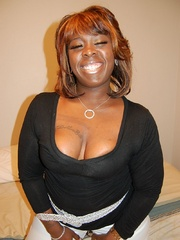 Naked black chubby housewife opens her ass cheeks to - Picture 3