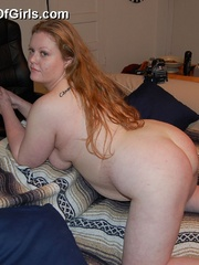 Busty plump mom getting naked and posing all nude on the - Picture 7