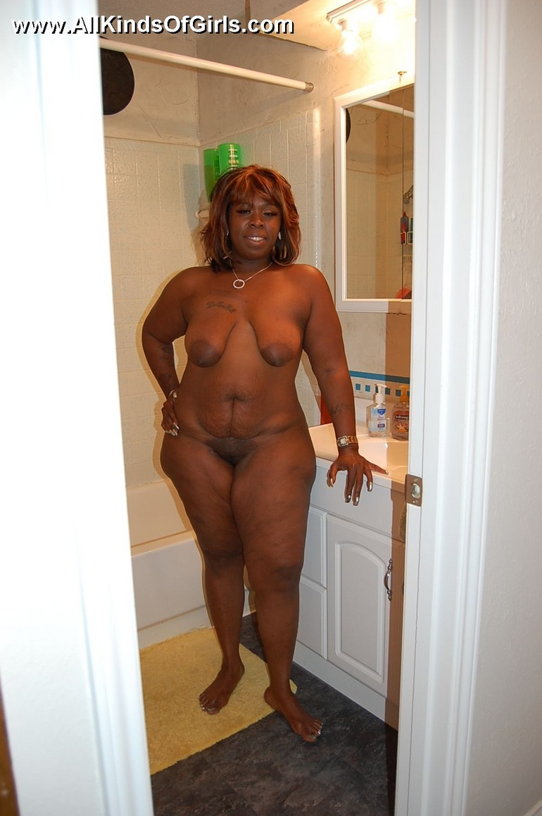 Naked black chubby housewife opens her ass cheeks to - Picture 6