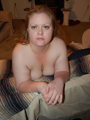 Busty plump mom getting naked and posing all nude on the - Picture 8