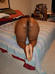 Naked black chubby housewife opens her ass cheeks to - Picture 8