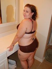 Tattoed bbw milf slowly taking off her undies in front - Picture 3