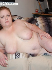 Busty plump mom getting naked and posing all nude on the - Picture 10