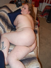 Busty plump mom getting naked and posing all nude on the - Picture 12