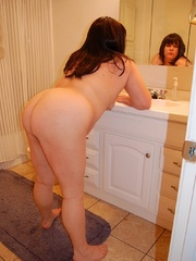 Round booty fat mom exposing her soft goods on a - Picture 8