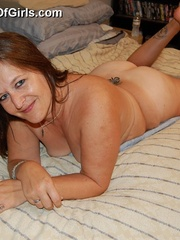Busty chubby mature mom spreads her legs to show her wet - Picture 4