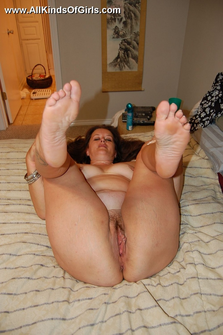 naked older women legs up