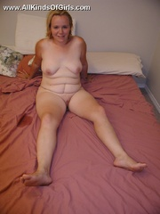 Blonde chubby wife taking a shower and then posing naked - Picture 4