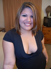 Horny plump housewife in tight pink panties pulls down - Picture 1