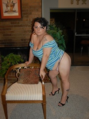 Playful fat milf trying to seduce you with her epic - Picture 2