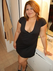 Horny plump housewife in tight pink panties pulls down - Picture 2
