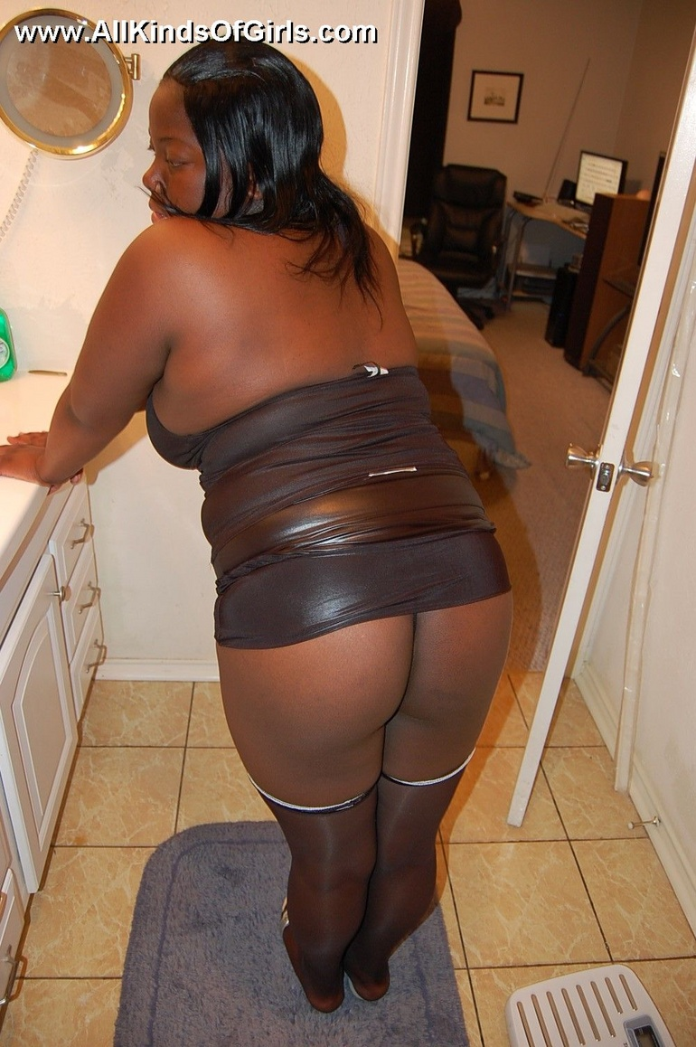 Giant tits plump ebony wife opens up so you can see - Picture 3