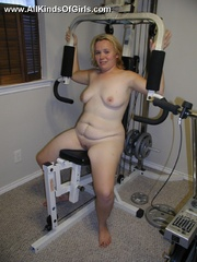 Blonde chubby wife taking a shower and then posing naked - Picture 7
