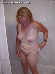 Blonde chubby wife taking a shower and then posing naked - Picture 8