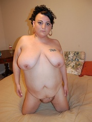 Playful fat milf trying to seduce you with her epic - Picture 12