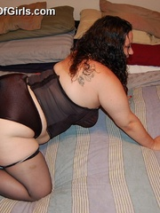 Sex hungry chubby mom in sexy black lingerie exposing - Picture 7
