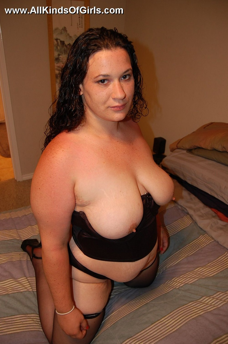 Sex hungry chubby mom in sexy black lingerie exposing - Picture 9