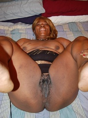 Just look at that big butt black BBW housewife exposing - Picture 7