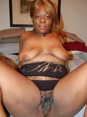 Just look at that big butt black BBW housewife exposing - Picture 8