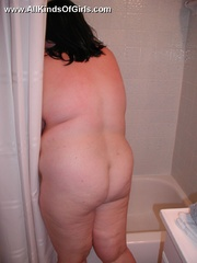 Super BBW wife taking a shower afterexposing her naked - Picture 10