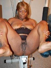 Just look at that big butt black BBW housewife exposing - Picture 10