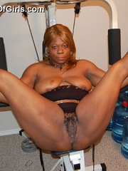Just look at that big butt black BBW housewife exposing - Picture 11