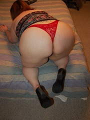 Busty BBW mom in tight red panties teasing in her - Picture 3