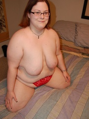 Busty BBW mom in tight red panties teasing in her - Picture 5