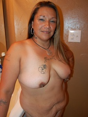Mature BBW mexican wife exposing her naked tattoed body - Picture 1