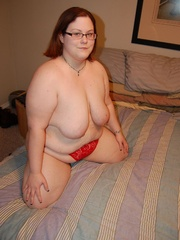 Busty BBW mom in tight red panties teasing in her - Picture 6