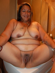 Mature BBW mexican wife exposing her naked tattoed body - Picture 3