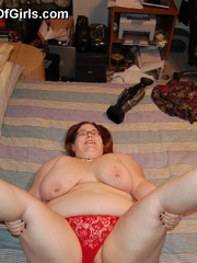 Busty BBW mom in tight red panties teasing in her - Picture 9