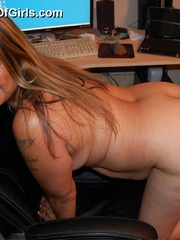 Mature BBW mexican wife exposing her naked tattoed body - Picture 5