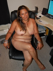 Mature BBW mexican wife exposing her naked tattoed body - Picture 6