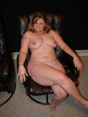 Busty plump milf with round booty wanna show you all she - Picture 4