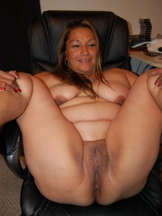 Mature BBW mexican wife exposing her naked tattoed body - Picture 7
