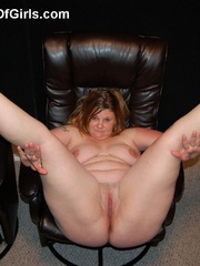Busty plump milf with round booty wanna show you all she - Picture 5