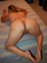 Mature BBW mexican wife exposing her naked tattoed body - Picture 8