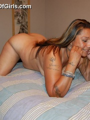 Mature BBW mexican wife exposing her naked tattoed body - Picture 9