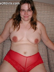 Shy chubby housewife taking off her red lace panties and - Picture 8